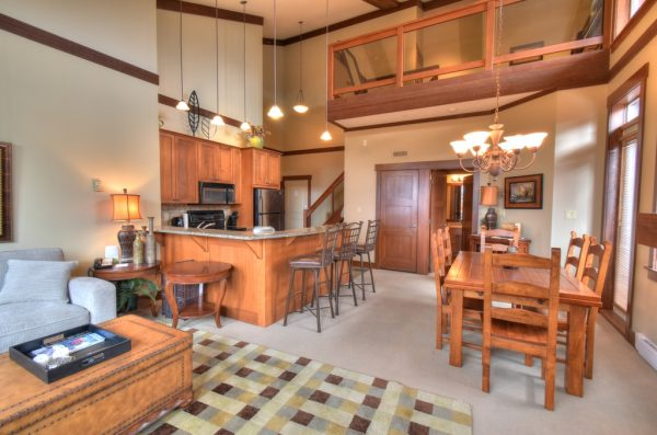Stonebridge Lodge - 2 bedroom plus loft condo - Living Room