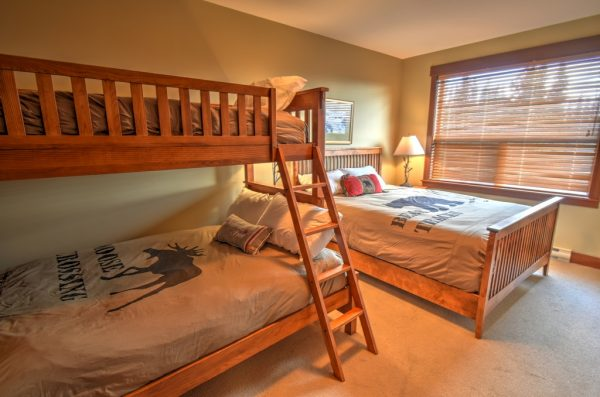 Stonebridge Lodge - 3 bedroom condo - Bunk Room