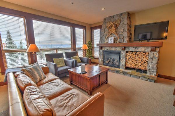 Stonebridge Lodge - 3 bedroom condo - Living Room