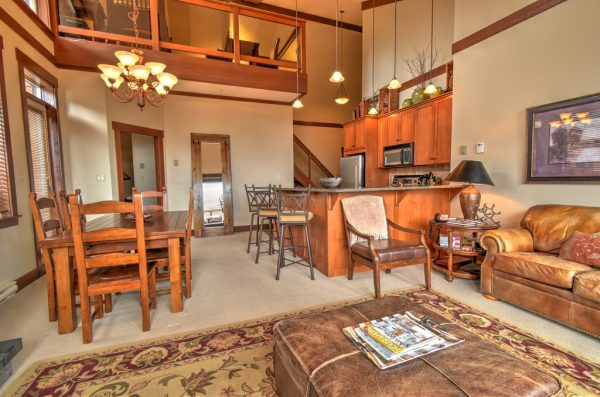 Stonegate 3BR Loft Living area
